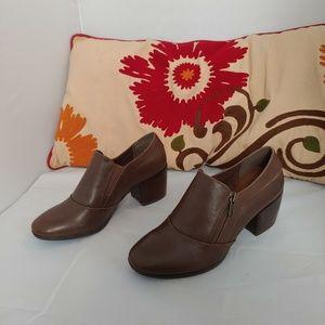 Baretraps brown booties size:7M